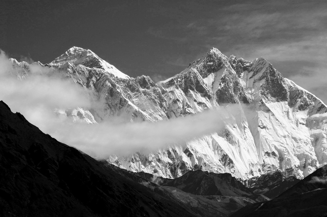 second highest peak in the world makalu
