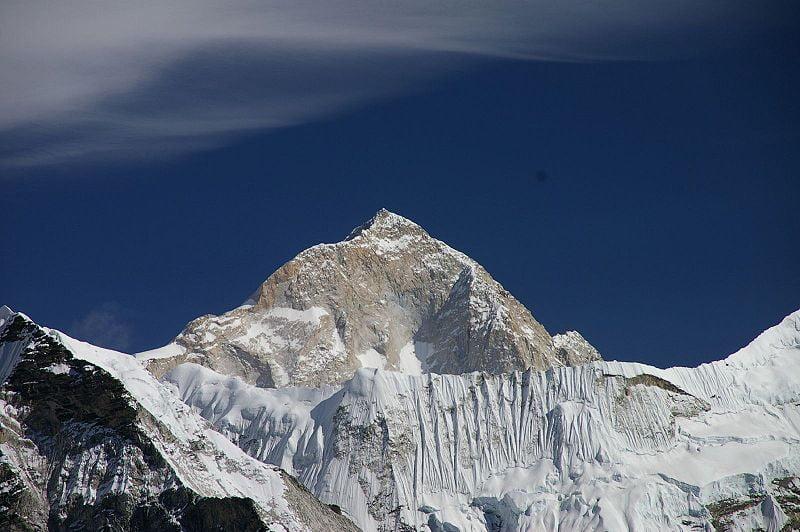 highest mountain peak in the world Makalu